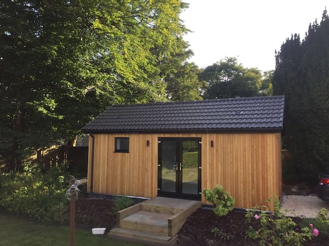 Tranquil Guest House in Leafy Lenzie