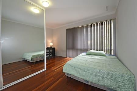 Double Room, Deverell Way, Bentley ID:2171 - Bentley