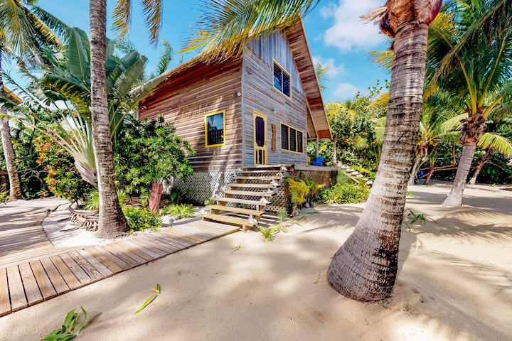 Two quiet oceanfront cabanas w/ private beach, dock, hammock, ocean view & WiFi!