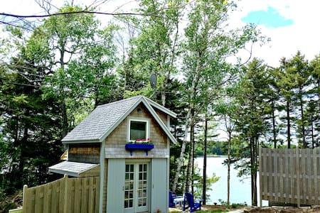 *New listing!* Waterfront Cottage - Tenants Harbor - 旅舍