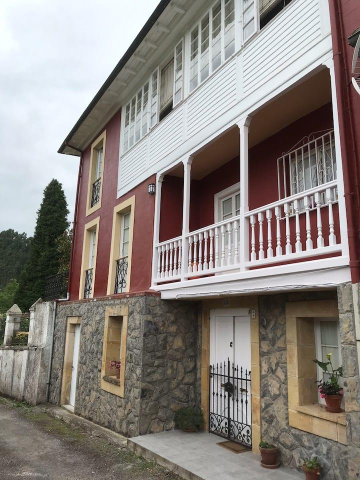 Antigua casa asturiana con finca cerrada