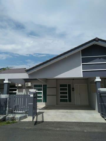 Achutra Homestay Malacca - Melaka - Haus