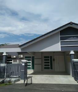 Achutra Homestay Malacca - Melaka - Ház
