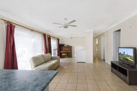 3BDR HOUSE 5MINS TO TRAIN WESTFIELD - Hornsby - Ev