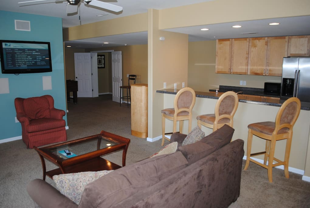 Wisconsin Dells Getaways #101 Living area and breakfast bar.JPG