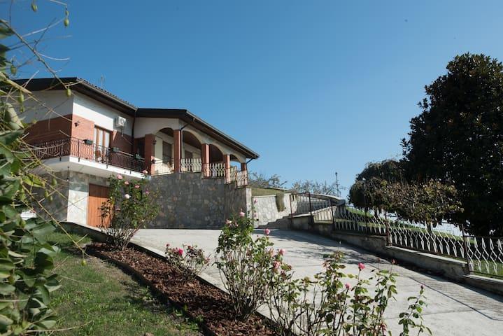 'Casa Serena' Unique Villa in Vineyards near Milan