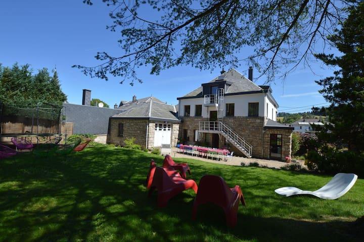 Grande villa de vacances de luxe pour les grands groupes avec sauna et fitness