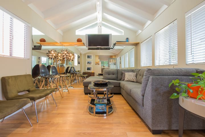 Prime Venice! 2 BD/2BA Art Cottage by Abbot Kinney