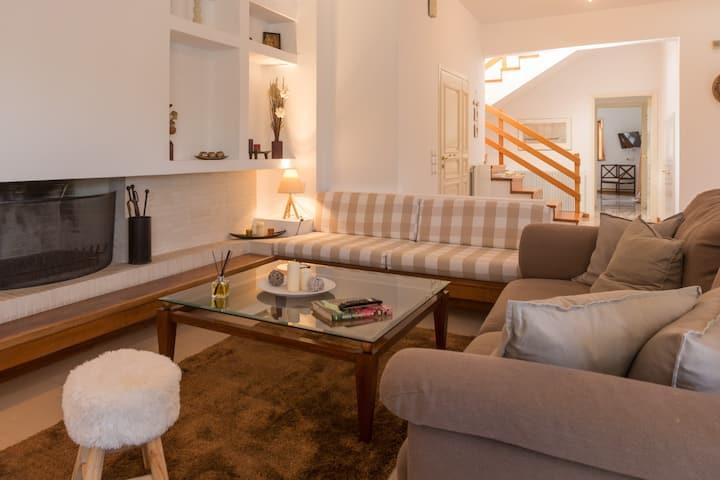 Villa Posidonia am Meer mit Gartenanlage und BBQ