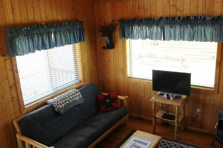 Lena's Cozy Montana Cabins - Harvard - Flat