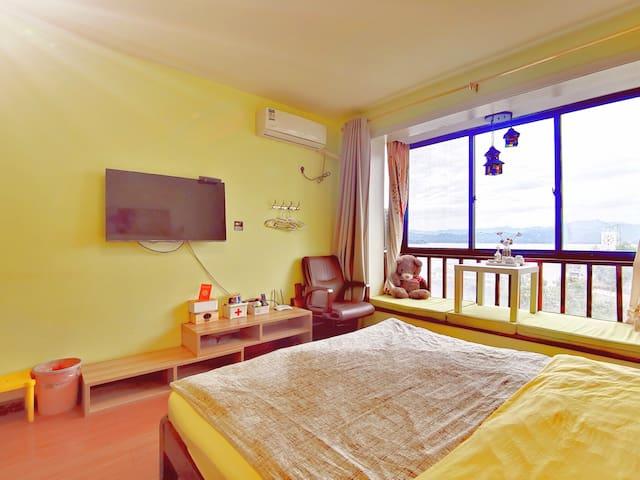 卧室1.8米大床