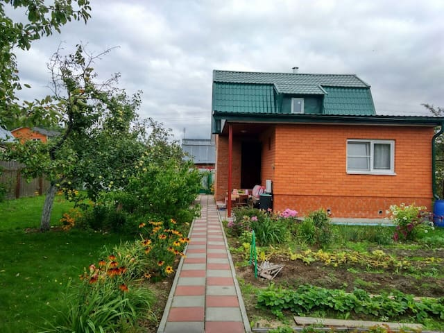 Cute little house near airport Domodedovo (Moscow)
