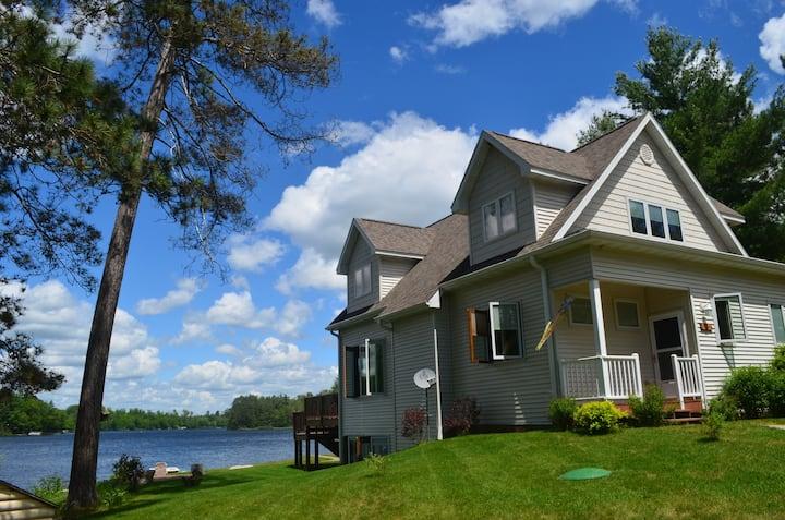 Shoreview Lake House:  wonderful every season!