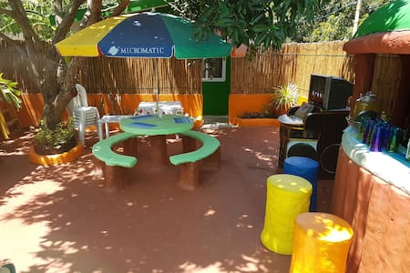 The bamboo orange guesthouse and pool. - Binalonan - ゲスト・スイート