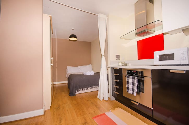 Bright Studio Apartment In Arcadian Birmingham