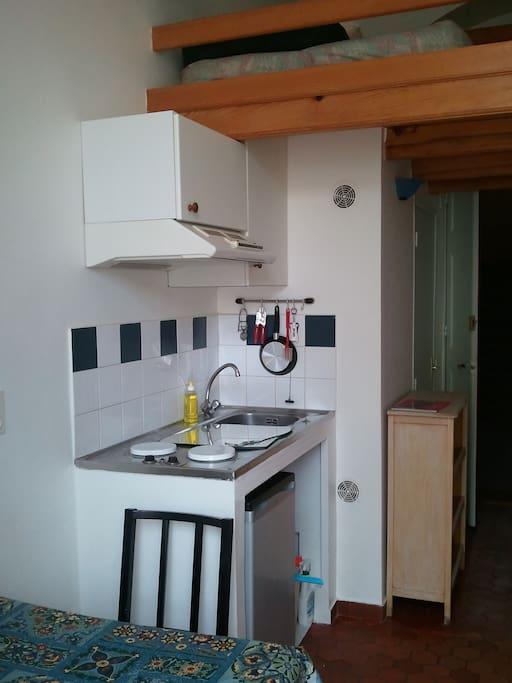 kitchenette grande hauteur sous plafond. mezzanine mezzanine