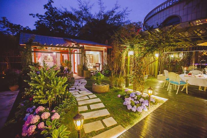 花园带院子的小房子