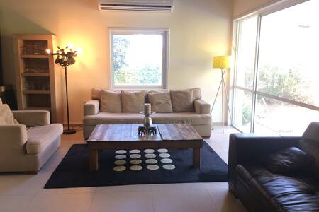 Beautiful villa with 3 bedrooms + garden+ privacy - Herzliya