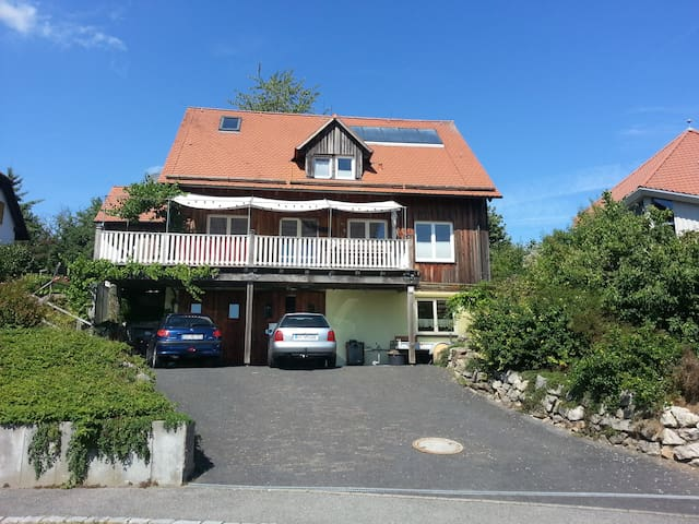 Idylisches Holzhaus südlich von Coburg