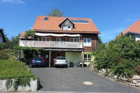Idylisches Holzhaus südlich von Coburg - Untersiemau - Huis