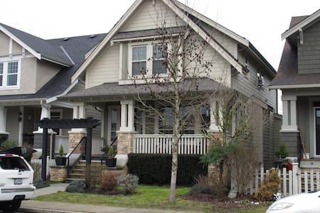 Designer Home in Ft. Langley, B.C - Langley - บ้าน