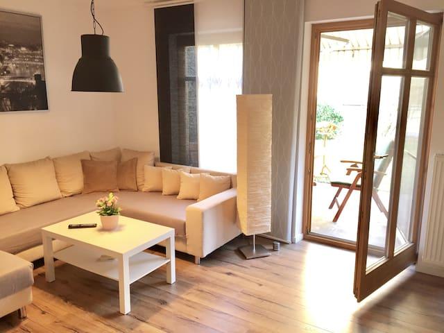 *** Moderne und zentrale EG-Wohnung mit Garten *** - Rosenheim - Apartment