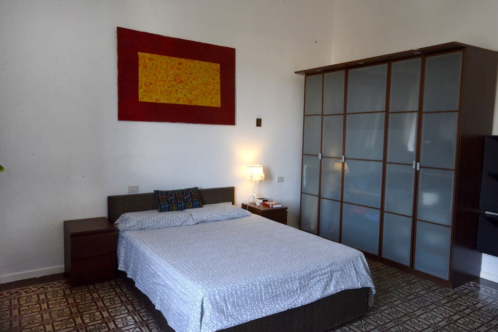This big double bedroom is in a large 150mq, comfortable apartment near the historical center of Florence.