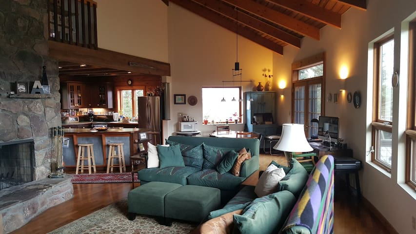 Modern Farmhouse w/ great views-Couple's Discount!