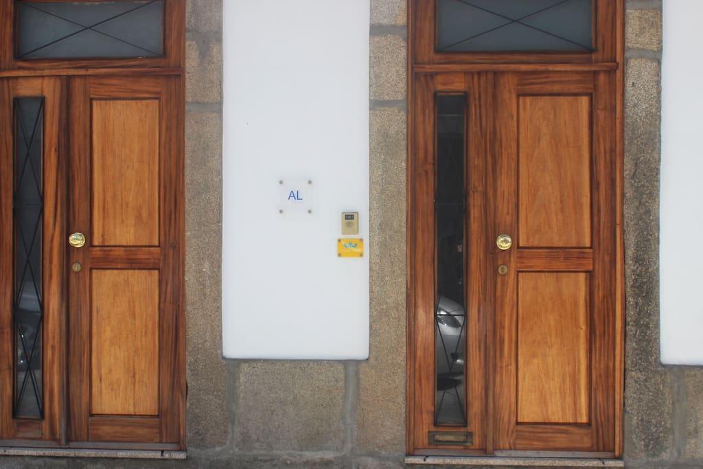 As duas portas da Casa para a Rua