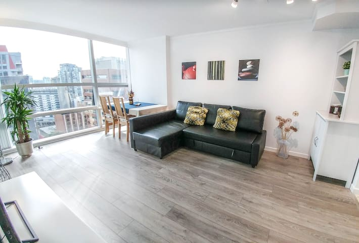 Luxury condo with view on the BEST block of DT!