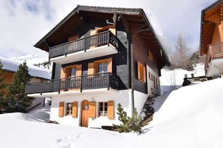 Ski-in/ski-out at 1900m, renovated chalet for 10