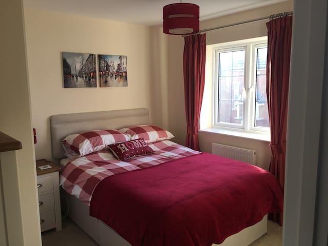 Comfortable Double Room, near Loughborough Uni