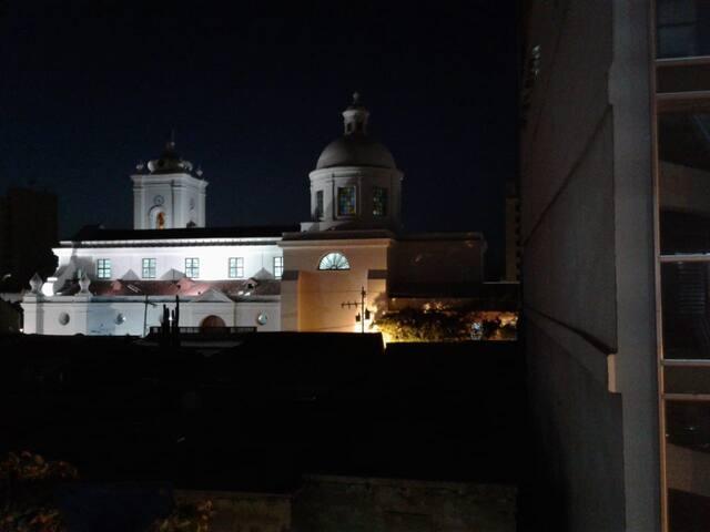 Balcón con vista a la Catedral
