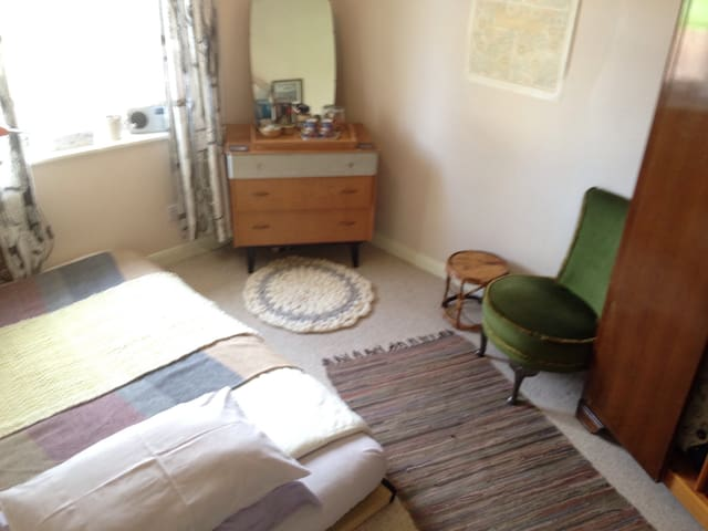 Double room in Creative Happy Household - Exeter - House