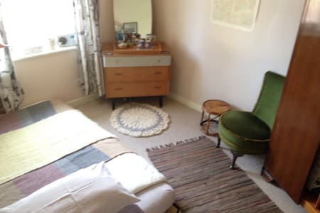 Double room in Creative Happy Household - Exeter - Hus