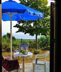 DANAE : 3 Studios / lovely garden / sea view - Mikri Mantineia