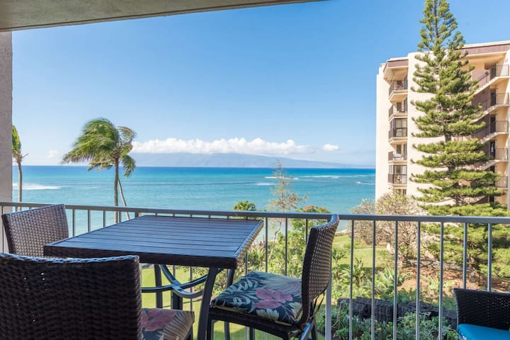 Beautiful Remodel with Great Ocean views + A/C  + Lanai + Free Parking and WiFi