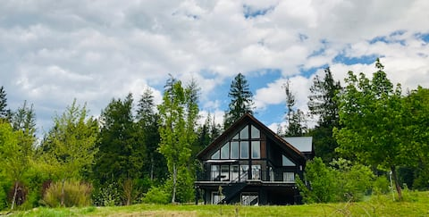 *NEW LISTING*    Valhalla View Chalet