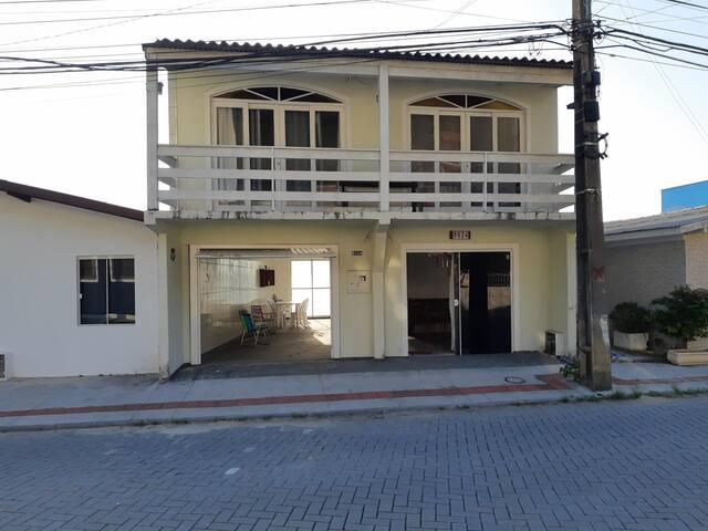 Casa à Beira-Mar. Florianópolis. Ribeirão da Ilha