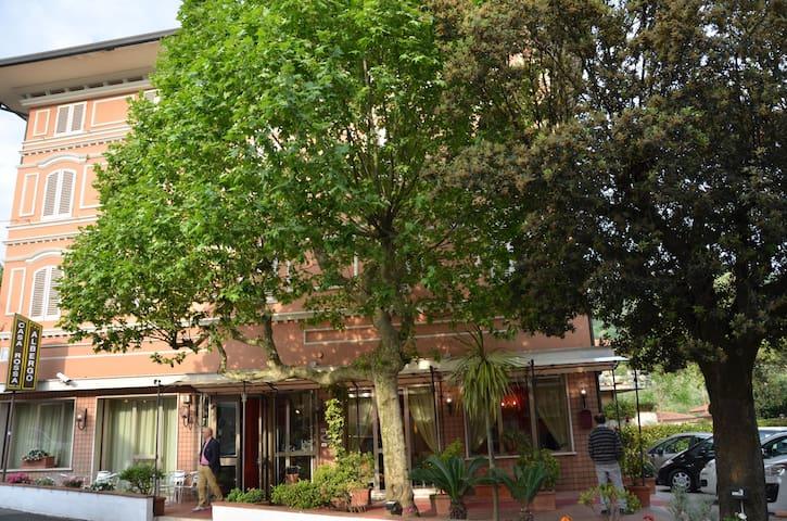 HOTEL A MONTECATINI TERME IMMERSO NEL VERDE - Montecatini Terme