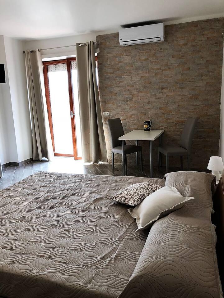 """La belle vue""- capri room"