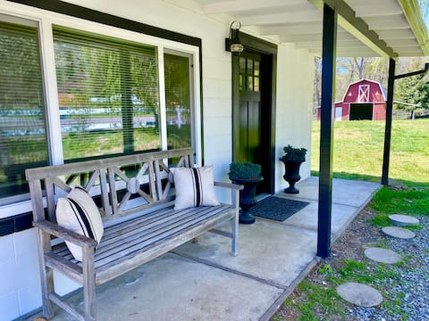 Cozy Cottage on Riverfront Farm near Vineyards