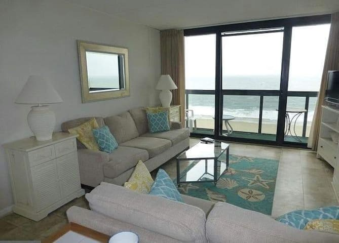 Ocean front studio with amazing views & amenities