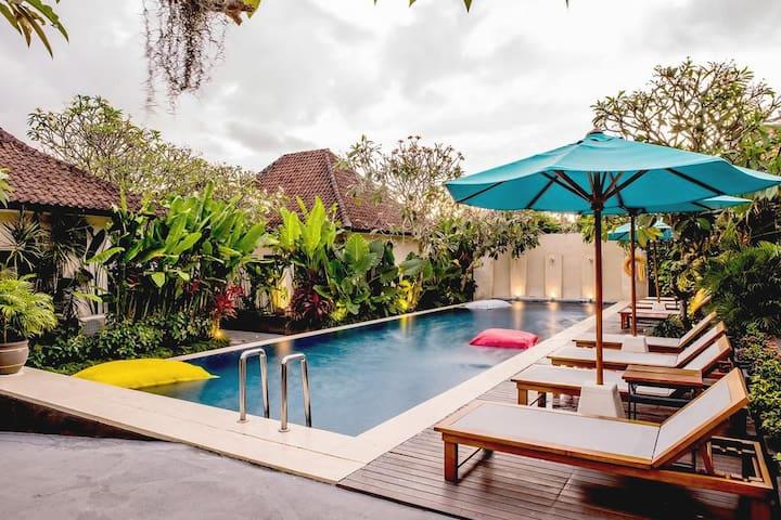 One Deluxe Premier Room - Pool and Breakfast