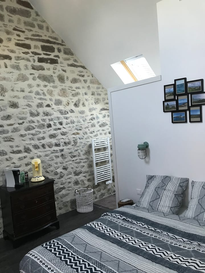 Chambre dans ravissant village proche mer