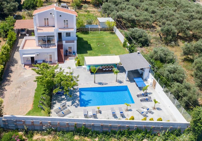 villa myrto   chania 1 km to the beach heated pool