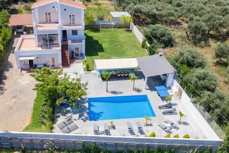 villa myrto   chania 1 km to the beach heated pool