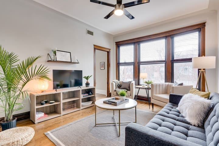 Stylish & Convenient Chicago 3 Bedroom