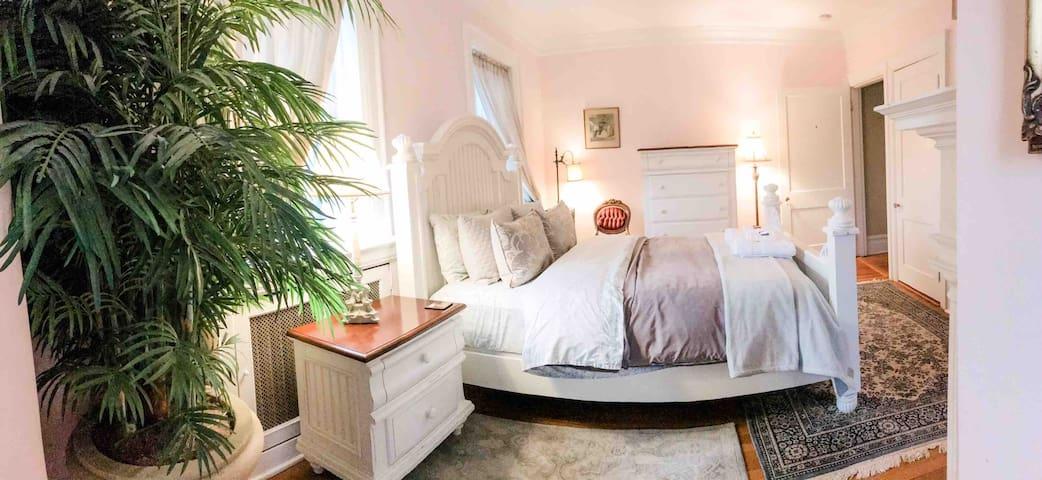 Queen ~ bedroom 3