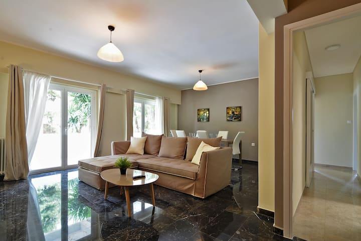"""Rolls Royce"" elegant flat in P.Faliro district"
